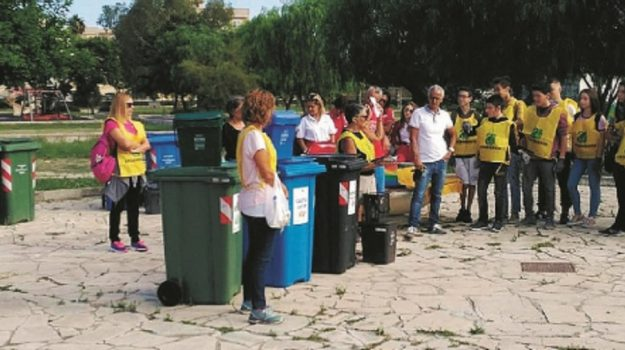 Parco Robinson siracusa, volontari puliscono, Siracusa, Società