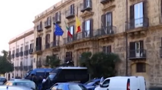 Assunzione giornalisti Regione, regione giornalisti, Sicilia, Economia