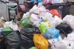 Palermo, il Villaggio Santa Rosalia si è svegliato tra i rifiuti: ecco il video