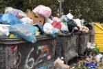 Palermo, raccolta dei rifiuti a singhiozzo: il video dei cassonetti pieni in periferia