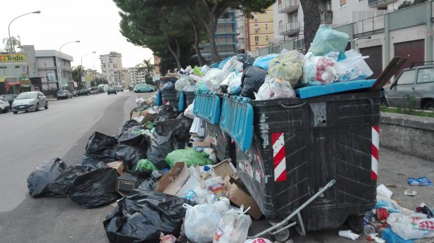 rifiuti, Leoluca Orlando, Nello Musumeci, Palermo, Cronaca