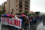 La pioggia non ferma il corteo degli studenti: traffico in tilt a Palermo