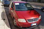 Usa la sua auto privata come taxi a Palermo, fermato e multato