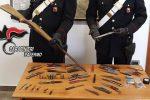 Nascondeva fucile e droga in casa, arrestato un 33enne di Pioppo