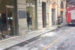 Cadono calcinacci in via Villareale a Palermo, chiusa la strada