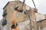 Canicatti, edificio a rischio: iniziata la demolizione