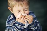 Inizia la stagione dei raffreddori, ma per bimbi pochi rimedi