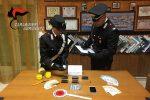 Nasconde hashish nelle scatole dei biscotti, un arresto a Lampedusa