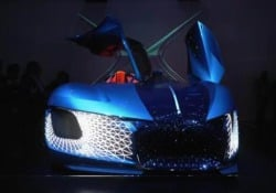 Supertecnologica, elettrica e lussuosissima, per non dire sfarzosa, è il manifesto dell'auto che verrà. Per la precisione: nel 2035. Parola del brand francese. Occhio all'asimmetria del design...