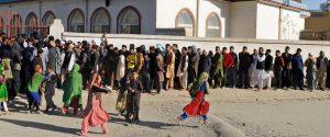 Elezioni nel sangue in Afghanistan, nuovo attentato: bomba esplode per strada, 11 morti