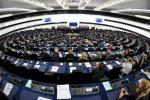 Spari a Strasburgo, parlamento blindato e deputati bloccati