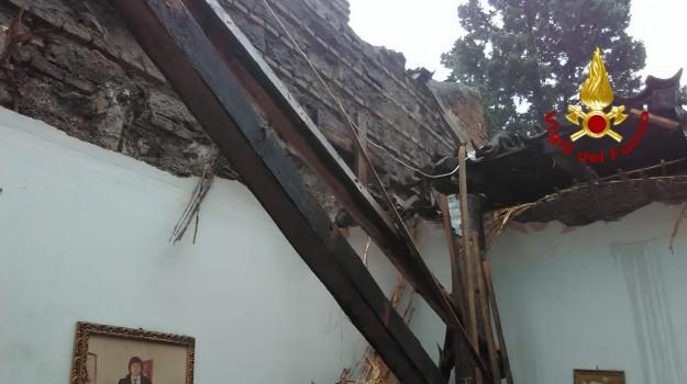 Crolla il tetto di una casa a catania estratta viva una - Alzare il tetto di casa ...