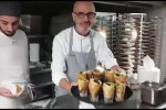 Show sul bateau-mouche del pizzaiolo casertano acclamato nel mondo in occasione del Salone Internazionale dell'Alimentazione