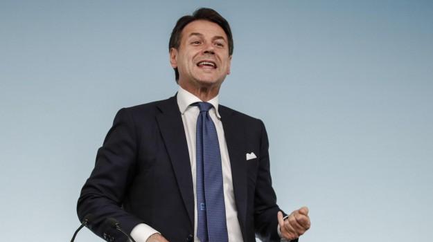 L'Ue boccia la manovra dell'Italia, Conte: sabato confronto con Juncker