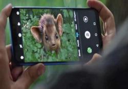 Una pubblicità di Huawei racconta come gli scatti e la loro condivisione scatenino una serie di meccanismi spesso irreversibili