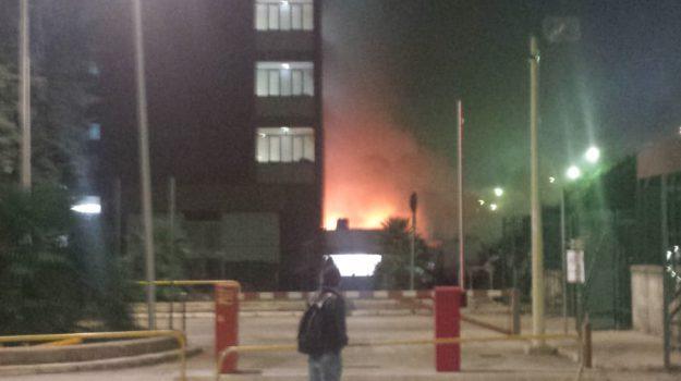 Mensa fuoco università Palermo, Palermo, Cronaca