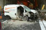 Incidente in autostrada, furgone si schianta in galleria a Giardini Naxos: un morto