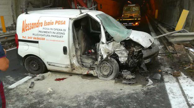 Incidente in autostrada furgone si schianta in galleria a giardini naxos un morto giornale - Incidente giardini naxos oggi ...