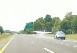 Automobilisti increduli sulla Interstate 8, nei pressi San Diego, in California