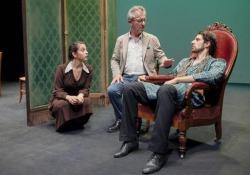Gianfelice Imparato guida la compagnia «I Nuovi» composta da giovani attori provenienti da tutta Italia