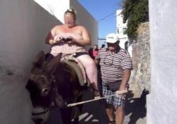 Santorini impone regole severe contro lo sfruttamento dei mitici asinelli, sfruttati ogni giorno come taxi da migliaia di visitatori