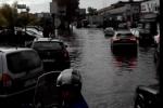 Maltempo, bomba d'acqua a Catania: disagi e auto bloccate dall'acqua, venerdì scuola chiuse