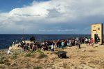 """Migranti, a Lampedusa la marcia per non dimenticare la strage del 2013. Il sindaco: """"Stavolta il governo non c'è"""""""