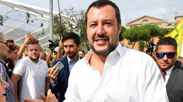 migranti aerei, Matteo Salvini, Sicilia, Politica