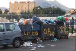 Cassonetti pieni di spazzatura in via Gugliemo Il Buono, alla Zisa, foto inviata da Francesco Agate