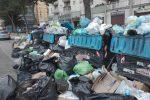 Cassonetti pieni di rifiuti questa mattina in via dell'Orsa Maggiore
