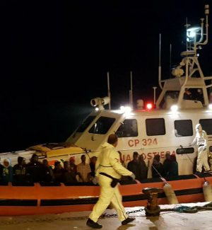 Migranti nel Mediterraneo, rifiutati da Malta sbarcano a Lampedusa