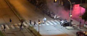 Scontri tra tifosi di Messina e Bari, nella notte lanci di fumogeni e spranghe: feriti