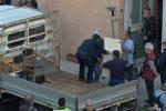 Fuori dagli alloggi mobili e abusivi: il video dello sgombero di via Savagnone a Palermo