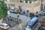 L'inizio delle operazioni di sgombero in via Savagnone, a Palermo