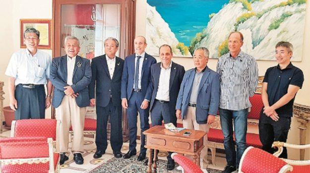 sindaci giapponesi alle Eolie, Messina, Economia