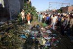 India, sui binari per festival religioso treno li travolge: almeno 60 morti e 50 feriti