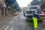 Si rompe una tubatura e crolla l'asfalto in via Dante a Palermo, traffico rallentato
