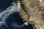 Gli incendi della California fotografati dal satellite Terra della Nasa (fonte:NASA Earth Observatory)