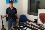 Armato di pistola, pugnale e coltello entra all'Umberto I di Siracusa: arrestato
