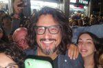 """""""Quattro ristoranti"""", Alessandro Borghese a Palermo: bagno di folla e selfie in via Parlatore"""