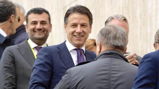 Manovra deficit, reddito di cittadinanza, Giuseppe Conte, Luigi Di Maio, Matteo Salvini, Sicilia, Politica