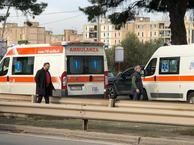 Due ambulanze in viale Regione dopo l incidente 07247389cb30