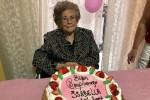Palermo, compleanno tra canti e bachata: nonna Isabella festeggia 104 anni