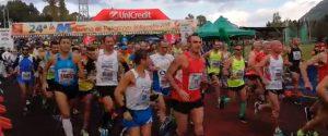 La maratona di Palermo, la sfilata dei 1700 partecipanti alla partenza