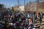 La carovana di migranti al confine fra Messico e Usa