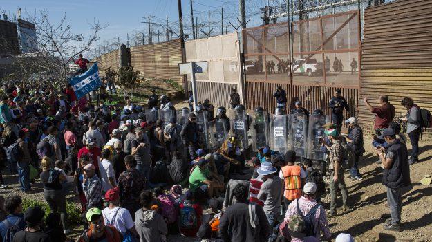 migranti Usa, muro messico, Sicilia, Mondo
