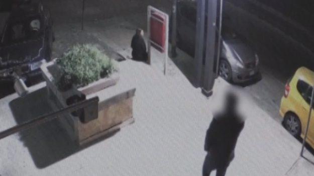 Titolare di un pub pestato a Palermo: il video dell'aggressione