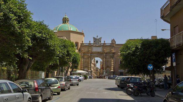 restaurata porta garibaldi marsala, Trapani, Cronaca