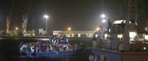 Barcone arrivato a Pozzallo con 264 migranti