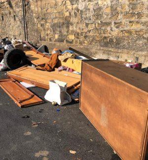 Gomme per auto, materassi e wc: scia di rifiuti lungo la via Tiro a Segno a Palermo